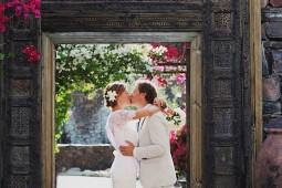 bride and groom kiss rustic korakia