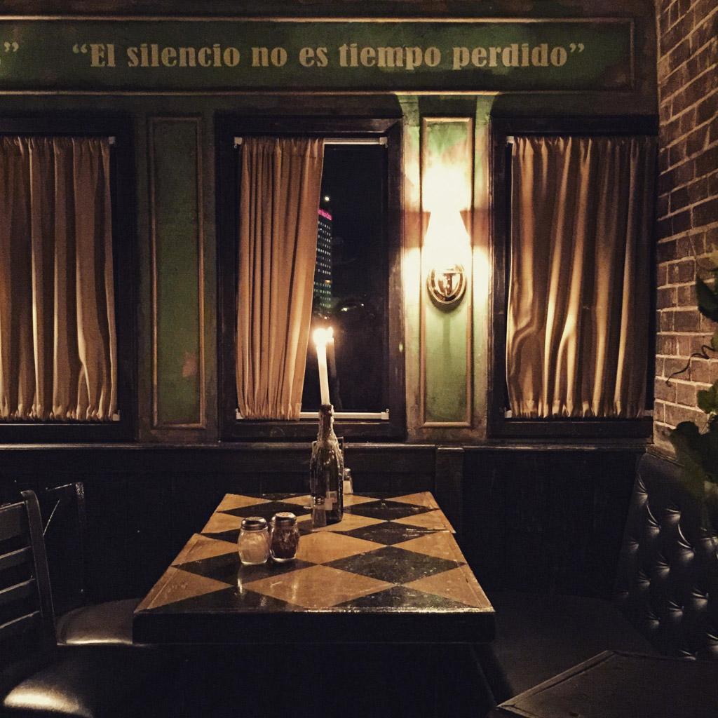 wine,model,romantic,mexico,restaurant,